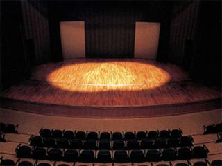 本格的音響設備を完備したホール
